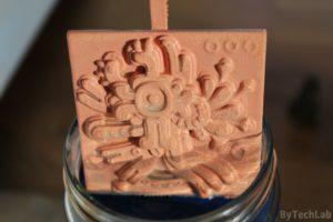 Miedziowanie wydruków 3D - Pierwsze wyjęcie wydruku ze słoika po zakończonym miedziowaniu